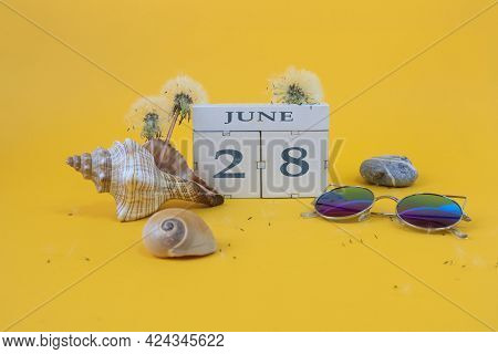 Calendar For June 28: Cubes With The Number 28, The Name Of The Month Of June In English, Shells, Se