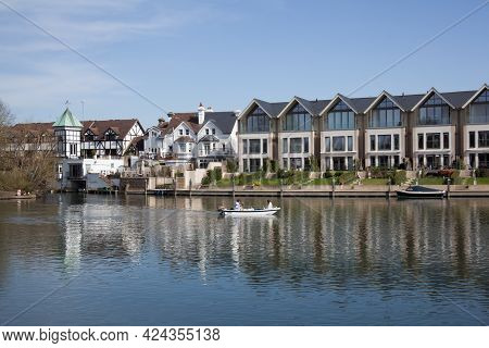 Buildings And Boats Along The Thames At Maidenhead In The Uk, Taken On The 30th March 2020