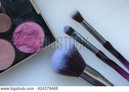 Glamour Brush For Makeup Or Eyeshadow Cosmetic