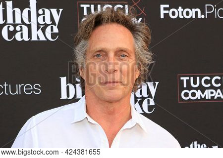 LOS ANGELES - JUN 16:  William Fichtner at The Birthday Cake LA Premiere at the Fine Arts Theater on June 16, 2021 in Beverly Hills, CA