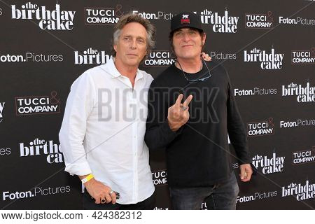 LOS ANGELES - JUN 16:  William Fichtner, Kim Coates at The Birthday Cake LA Premiere at the Fine Arts Theater on June 16, 2021 in Beverly Hills, CA