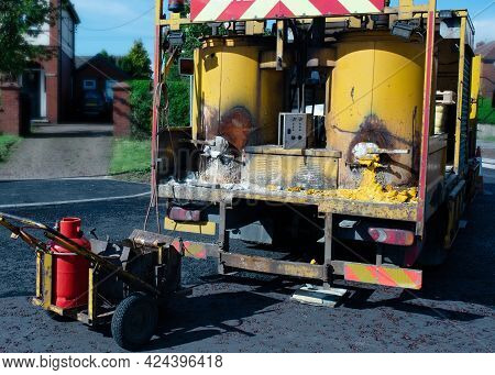 White Lining Machine Preparing Road Paint By Heating To High Temperature And Melting It For Applicat