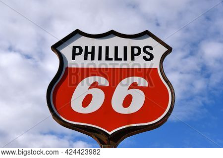 Great Bend, North Dakota, May 9, 2021:  An Old Gas Delivery Truck Bearing The Logo Represents Philli