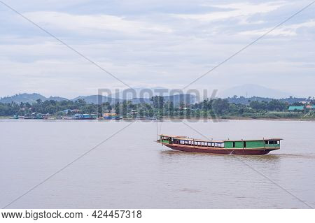 Boat On The Mekong River In Chiang Saen, Chiang Rai Province, Thailand. Landscape Beautiful Of Natur