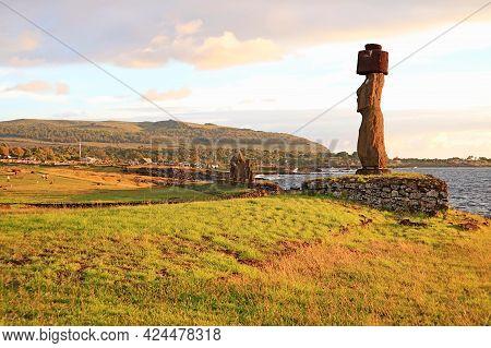 Moai With Pukao (hat) Of Ahu Ko Te Riku With Group Of Moai Of Ahu Tahai In The Backdrop, Pacific Coa