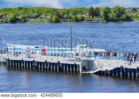 Saint Petersburg, Russia - May 29, 2021: Queue At The Pier, Boarding People In The Meteor River Boat