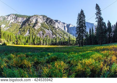 Yosemite Valley. The famous rock-monolith El Capitan. Western Cordillera. Yosemite Park is located on the slopes of the Sierra Nevada. The park is declared a World Heritage Site