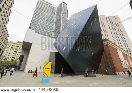 San Francisco, Usa - April 19,2018 : The Contemporary Jewish Museum In Downtown San Francisco, Calif
