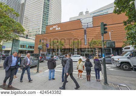 San Francisco,usa - April 19, 2018: The San Francisco Museum Of Modern Art In Downtown San Francisco