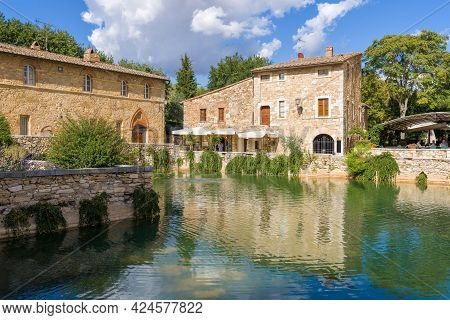 Bagno Vignoni, Italy - September 21, 2017: Sunny Day On The Ancient Geothermal Resort Of Bagno Vigno