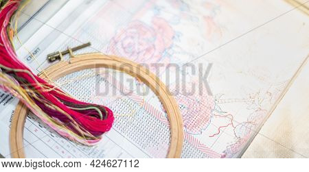 Cross-stitch Set : Hoop With Embroidered Pattern, Frame Wood  And Colorful Yarn, For Hobby, Handmade