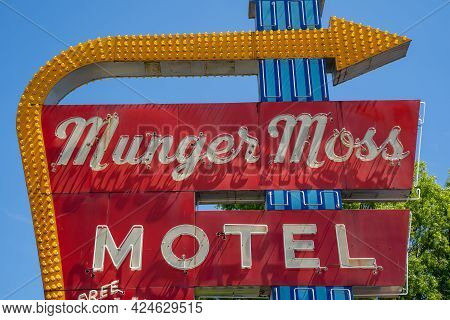 Lebanon, Missouri - May 5, 2021: Classic Neon Sign For The Famous Munger Moss Motel Along Old Histor
