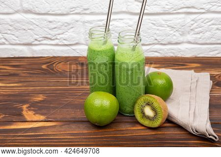 Spinach Protein Shake For Morning Breakfast. Fresh Green Detox Smoothies. Detox For Healthy Lifestyl