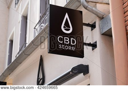 Toulouse , Occitanie France - 06 16 2021 : Cbd Store Brand Logo And Text Sign Of Shop Cannabis Sell
