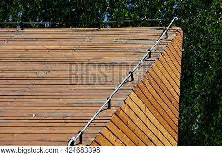 An Earth Conductor Must Be Installed On Each Gray Roof, Which Copies The Outline Of The Building And