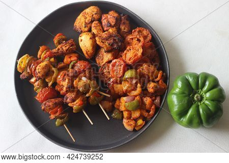 Air Fried Chicken And Bell Peppers In Skewers. Boneless Chicken Cubes Marinated With Yogurt And Spic