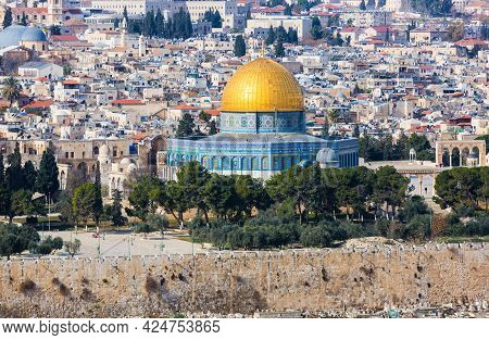 Jerusalem, Israel, 01.03.2018: Panoramic View Of Jerusalem And The Temple Mount. The Al Aqsa Mosque,