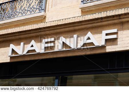 Toulouse , Occitanie France - 06 20 2021 : Naf Naf Logo Brand And Text Sign Of Popular Store Fashion