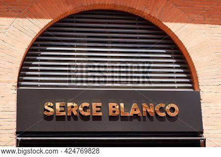 Toulouse , Occitanie France - 06 16 2021 : Serge Blanco Text Brand And Sign Logo For French Sporty C