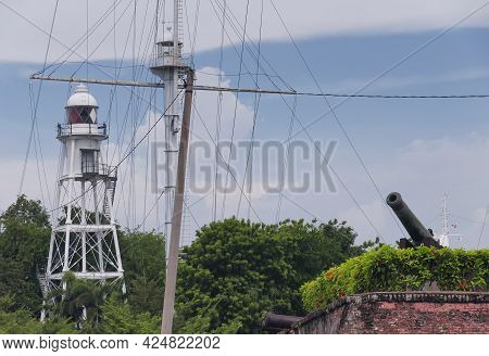 The Fortifications, Light House, Cannon And Walls Of The Historic Fort Cornwallis In George Town Pen