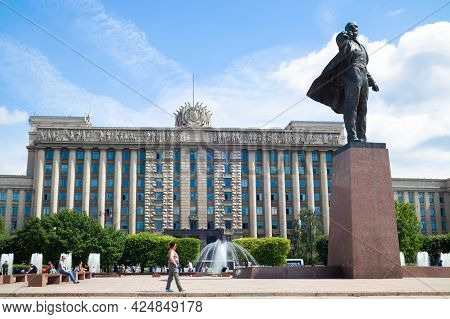Statue Of Vladimir Lenin On Moscow Square In Front Of The House Of Soviets, Summer Day - Saint Peter