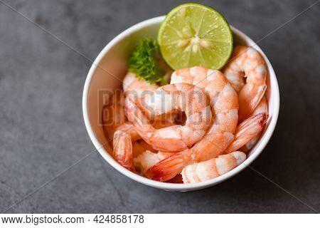 Lemon Shrimp Peeled On Bowl Ready For Cooking, Fresh Shrimps Or Prawns Seafood And Shellfish Boiled