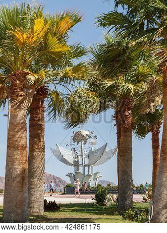 Sharm El Sheikh, Egypt - June 3, 2021: Palm Trees Grow On Peace Square In Sharm El Sheikh City In Eg
