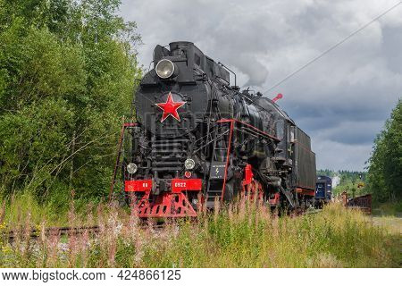 Ruskeala, Russia - August 15, 2020: Old Soviet Freight Steam Locomotive Lv-0522 At The Gorny Park Ru