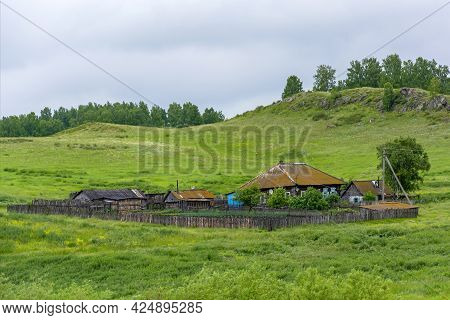 Detached Peasant Farmstead In The Village Of Starobachaty, Kemerovo Region-kuzbass
