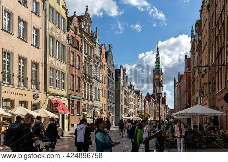 Gdansk, Poland - Sept 6, 2020: View Of The Town Hall And Tourists And Local People Strolling On The