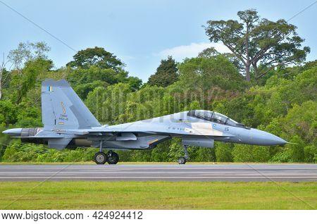 Labuan,malaysia-may 21,2021:royal Malaysia Air Force Sukhoi Su-30mkm M52-15 Commencing Take-off Run