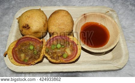 Delicious Indian Tea Time Snack Tomato Bhajiya Or Tomato Deep Fried Fritters . Tomato Pakoda Served