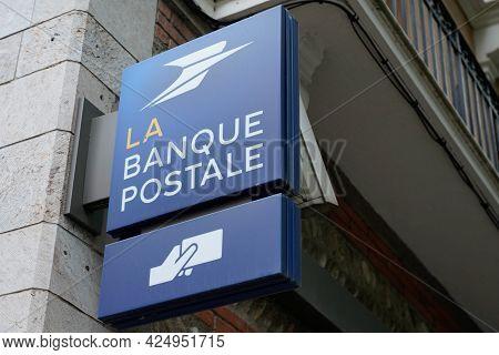 Sète , Ocitanie France  - 06 25 2021 : La Banque Postale Sign Logo And Brand Atm Text On Entrance Of