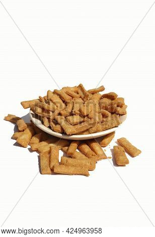 Closeup Of Nimki Or Salted Namak Para Indian Crunchy Savoury Snack In A Plate Isolated On White Back