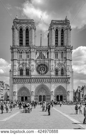 Paris, France - June 9, 2015: People Visit The Cathedral Notre Dame In Paris On A Sunny Summer Day.
