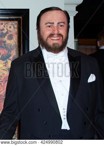 Amsterdam - Netherlands - August 15, 2010: Luciano Pavarotti Life Size Wax Statue In Madame Tussauds