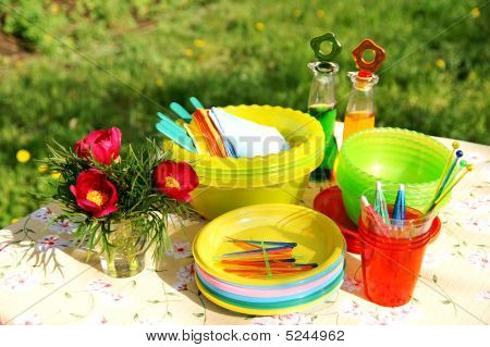Bright Color Summer Picnic Plastic Accessories, Plates And Dishes