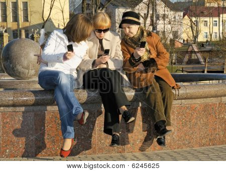 Daughter And Granny Read Mom's Sms