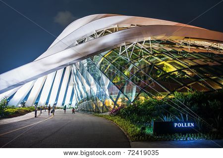 Singapore-sep 04: Cloud Forest & Flower Dome At Gardens By The Bay On Sep 04, 2014 In Singapore. Spa