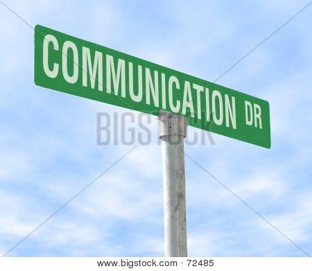 Placa de rua com tema de comunicação