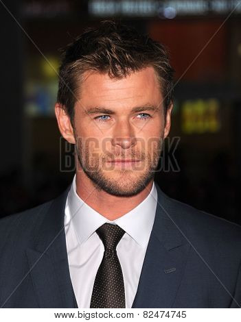 LOS ANGELES - JAN 08:  Chris Hemsworth arrives to the