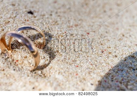 wedding rings on sand, outdoor beach wedding, heart shadow shape, wedding concept