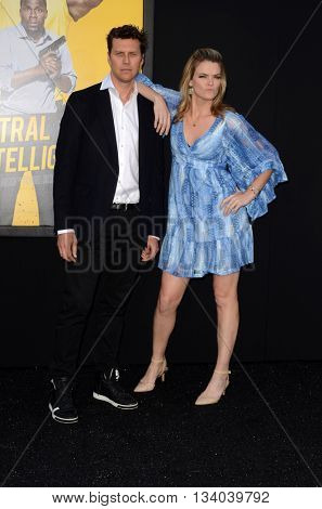 LOS ANGELES - JUN 10:  Hayes MacArthur, Missi Pyle at the Central Intelligence Los Angeles Premiere at the Village Theater on June 10, 2016 in Westwood, CA