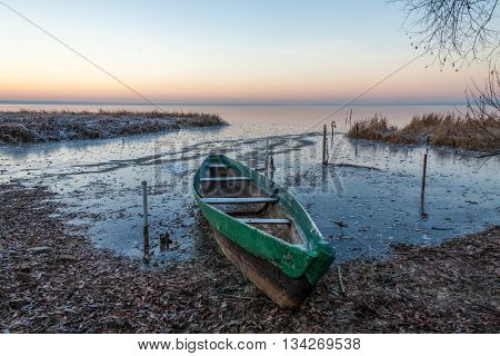 The wooden boat was managed to be pulled out from ice captivity, otherwise it would be crushed.