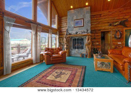 Sala de estar de la rústica cabaña de troncos