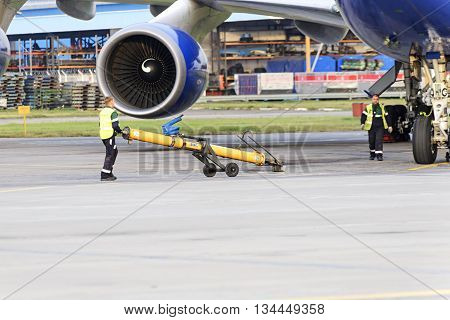 Experts Airfield Services Domodedovo Airport Preparing To Tow The Aircraft
