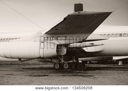 The side view of an old disused airliner.
