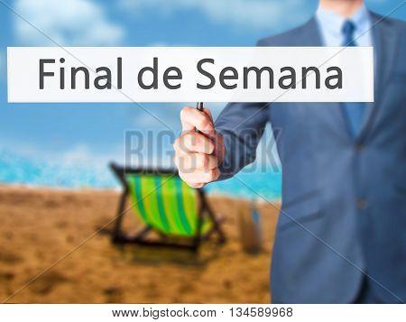 Final De Semana (in Portuguese - Weekend) - Businessman Hand Holding Sign