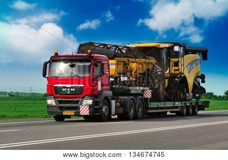 ROSTOV / DON. RUSSIA. M4-DON. 16 June 2016 Trailer transports Combine Harvester. June 16. Russia