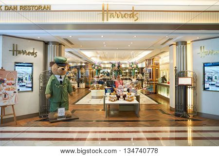 KUALA LUMPUR, MALAYSIA - MAY 09, 2016: inside of Suria KLCC. Suria KLCC is a shopping mall is located in the Kuala Lumpur City Centre district.